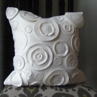 Felt Circles Pillow Tutorial
