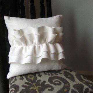 Felt Ruffle Pillow Tutorial