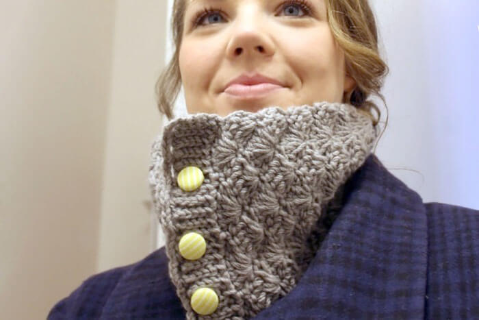 Shell Crochet Cowl - free pattern from persia lou with puffy shell stitches and ribbed buttonhole edging.
