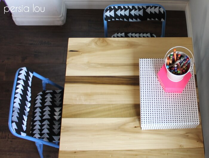 love how she added a wood top in this kids table set makeover