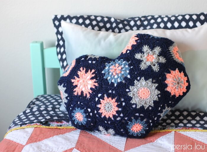 Heart-Shaped Hexagon Crochet Pillow - free pattern/tutorial - this is so cute!