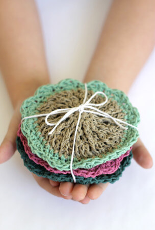 http://persialou.com/wp-content/uploads/2015/07/crochet-hemp-scrubbies6-304x450.jpg