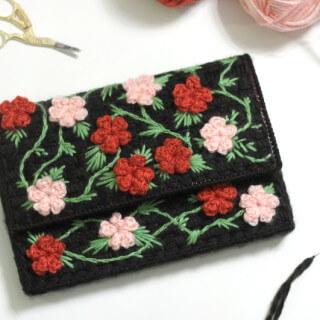 Plastic Canvas Floral Clutch