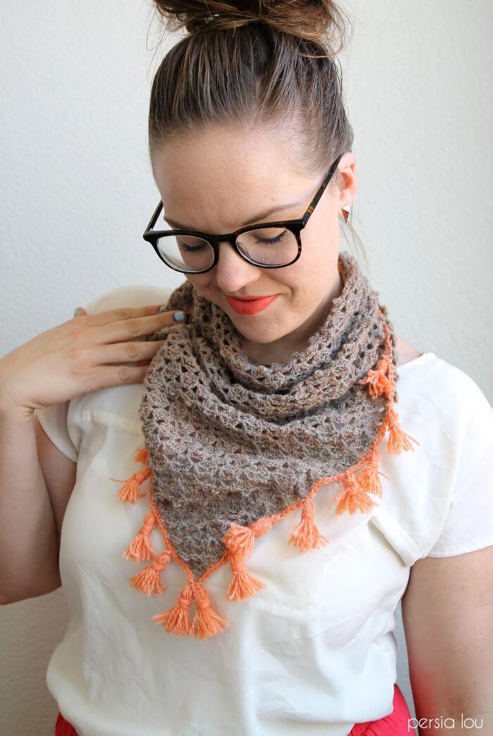 tasseled crochet neckerchief - a free pattern