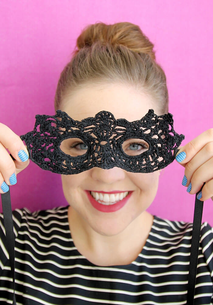 lacy DIY masquerade mask - free Halloween crochet pattern and tutorial