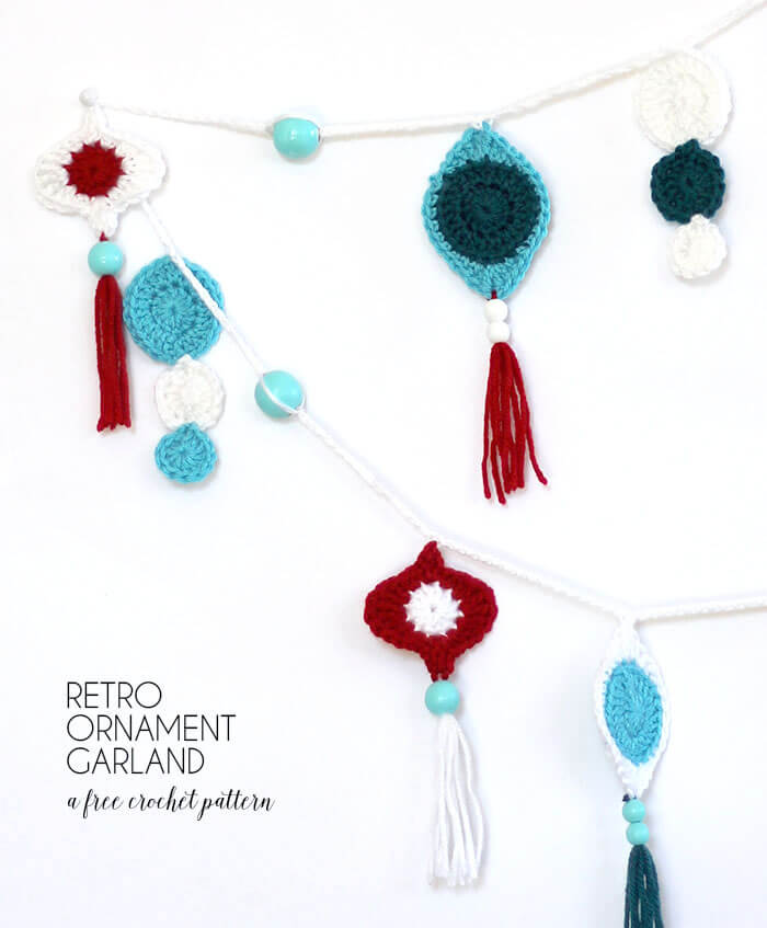 make your own cute crocheted retro Christmas ornament garland - free pattern