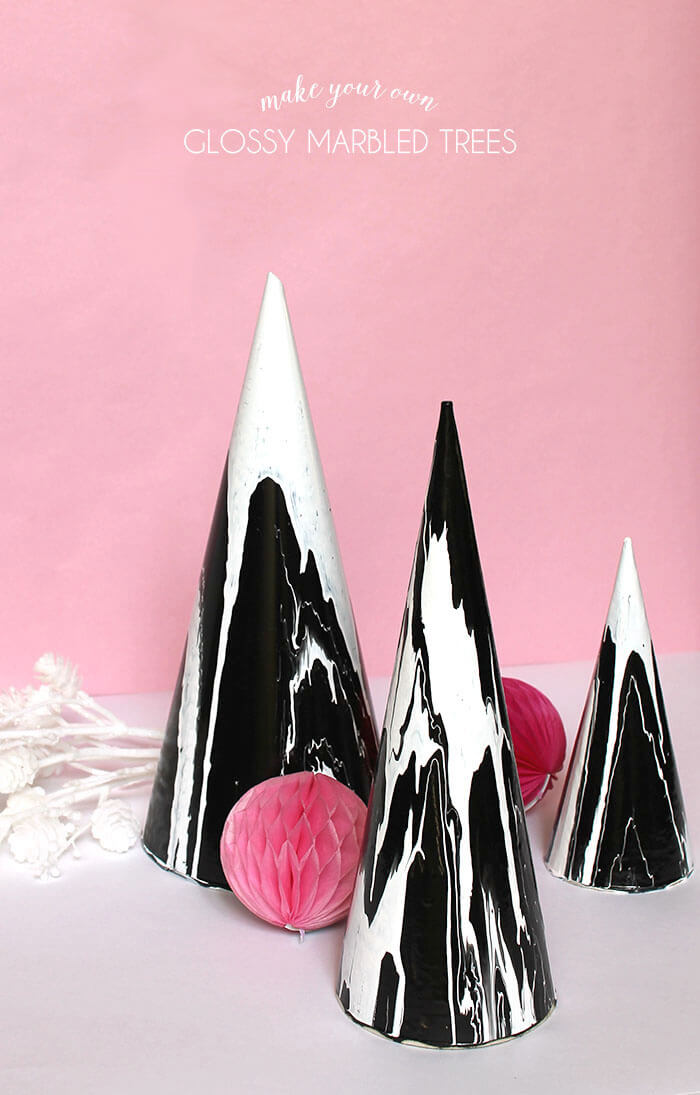 DIY glossy marbled trees or cones - super cool drip paint technique. Modern Christmas decoration