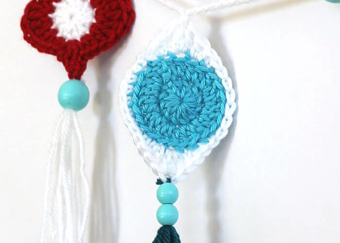 Crochet Retro Ornament Garland