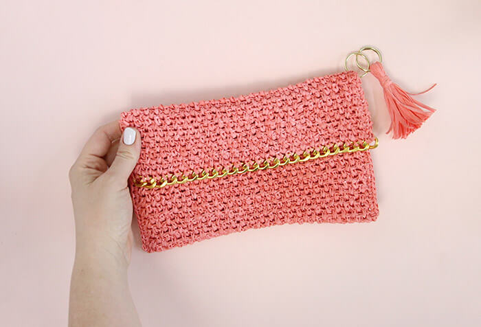 Chain Edge Raffia Crochet Clutch Pattern - love the gold chain detail