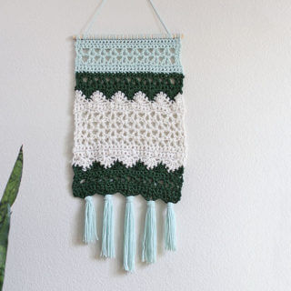 free pattern crochet wall hanging