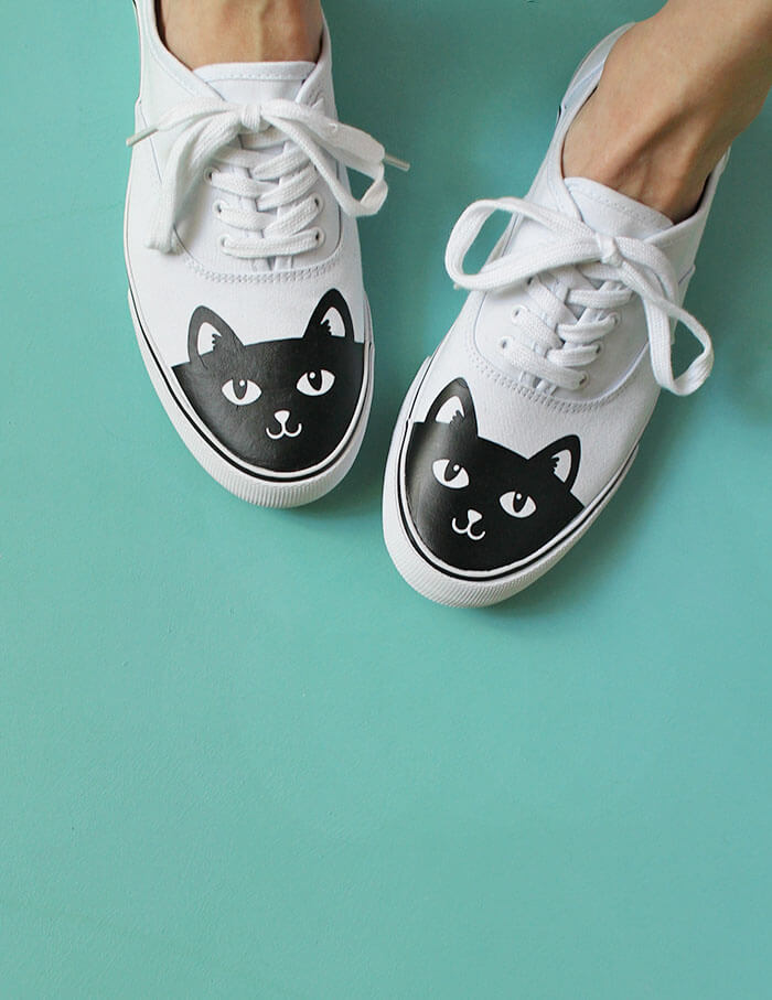 DIY cat shoes - these black cat shoes are so cute - how to add heat transfer vinyl to shoes