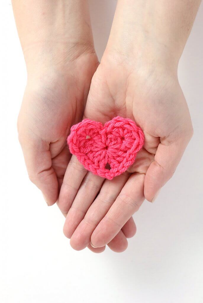 how to crochet a heart - free heart pattern
