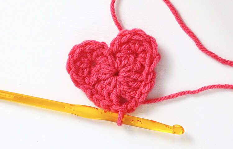 how to crochet a heart - round 2