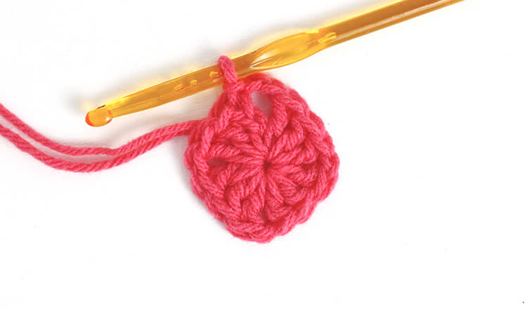 how to crochet a heart - round 1