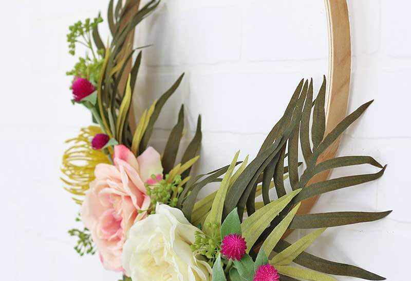 modern spring wreath detail