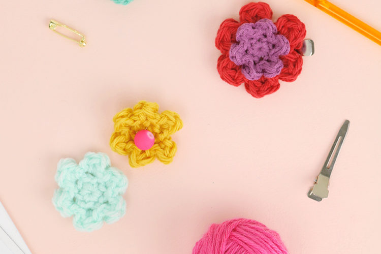 How to Crochet Flowers – Small, Simple Flower Pattern