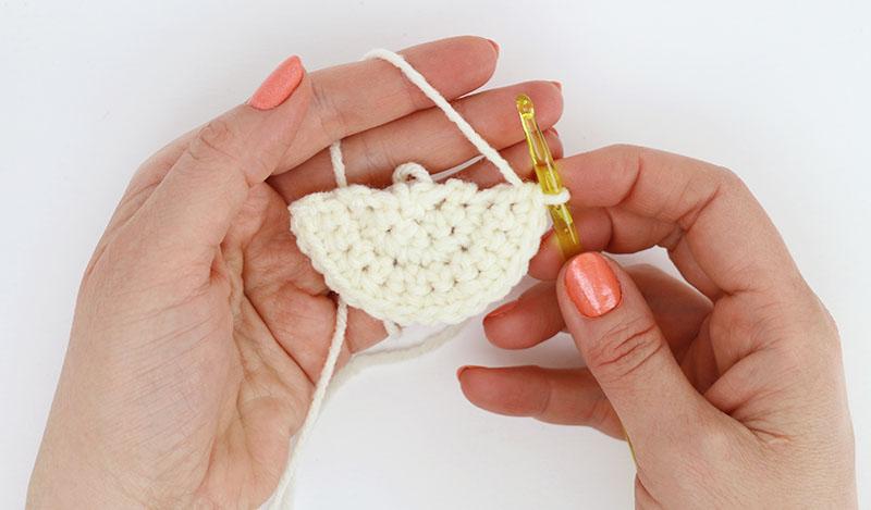 daisy flap crochet glasses pouch
