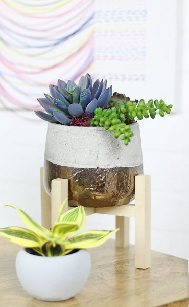http://persialou.com/wp-content/uploads/2017/05/mini-planter-stand1-370x600.jpg