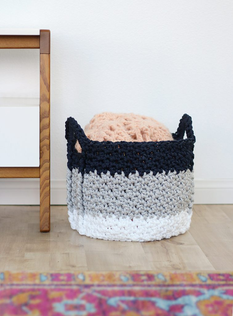 Large Crochet Basket with Handles – Free Crochet Pattern