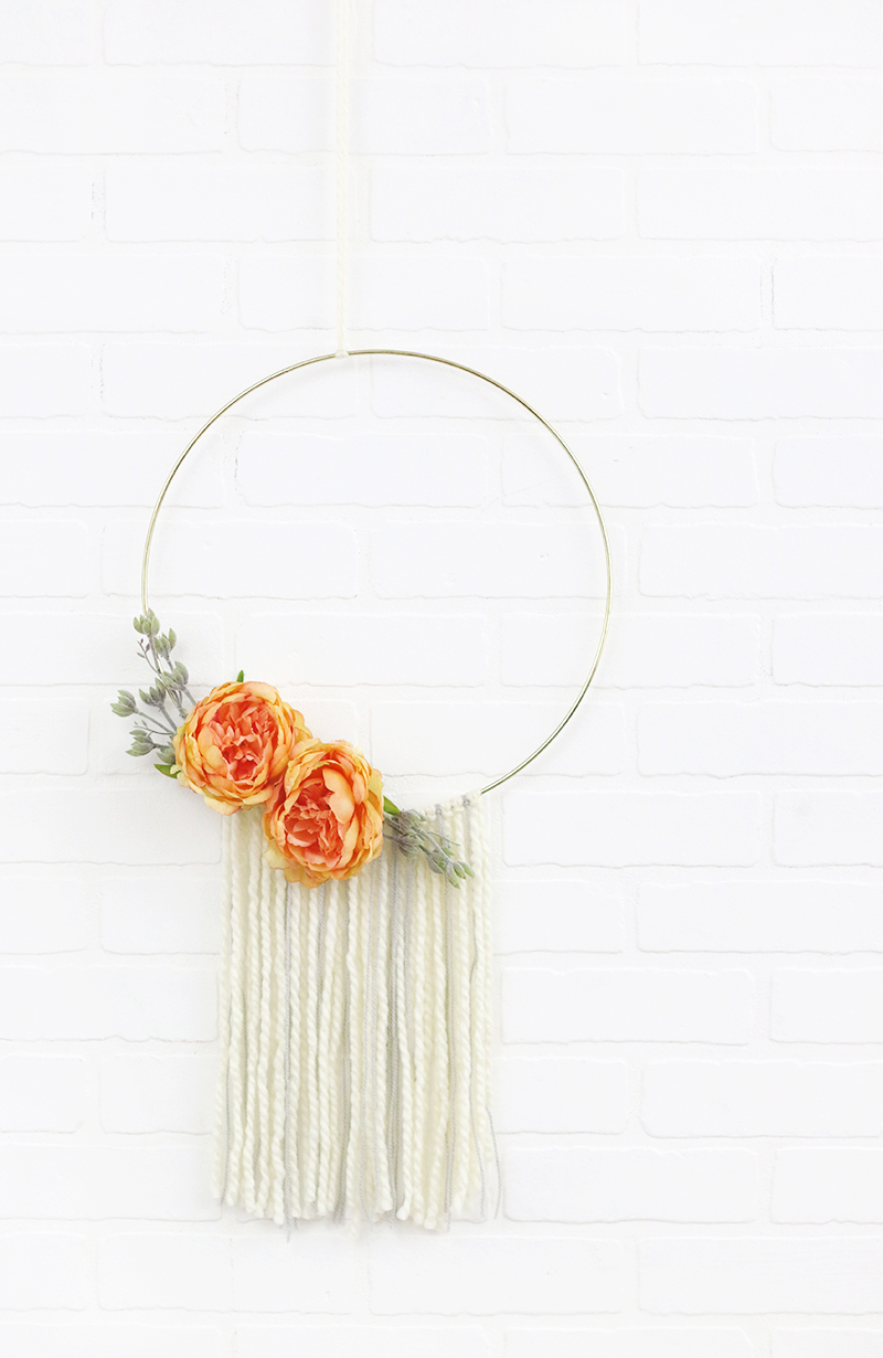 diy modern fall wreath - simple hoop wreath with yarn and flowers