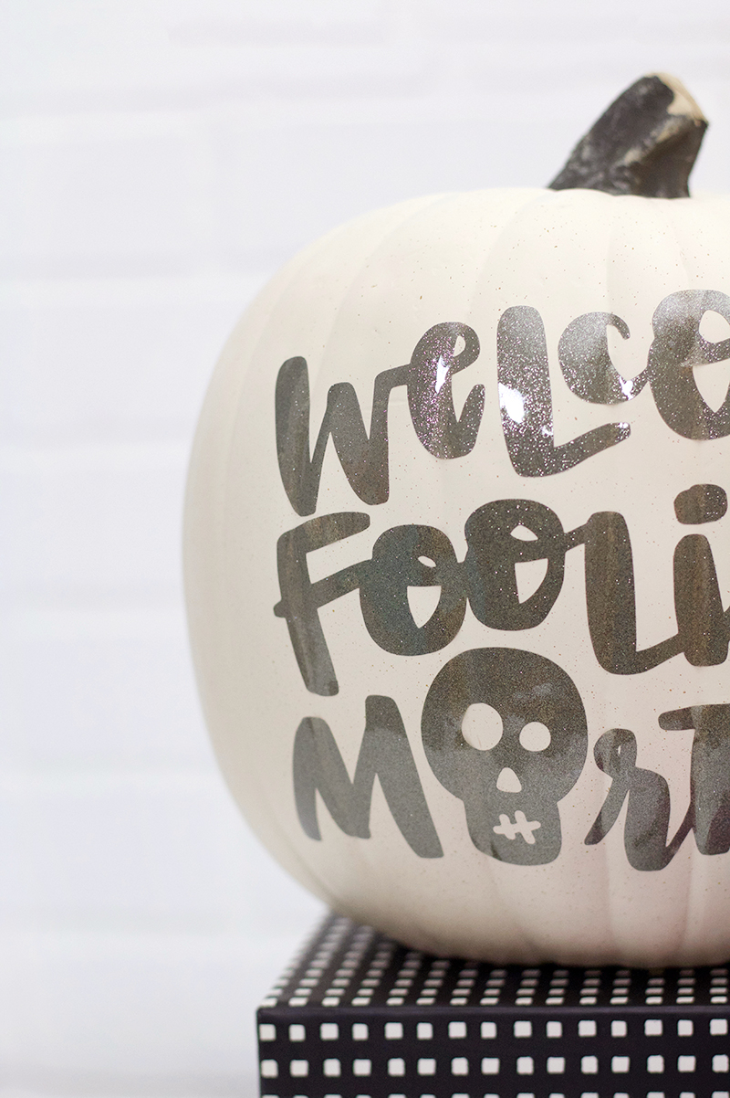 diy glitter vinyl pumpkin for halloween - no carve pumpkin idea