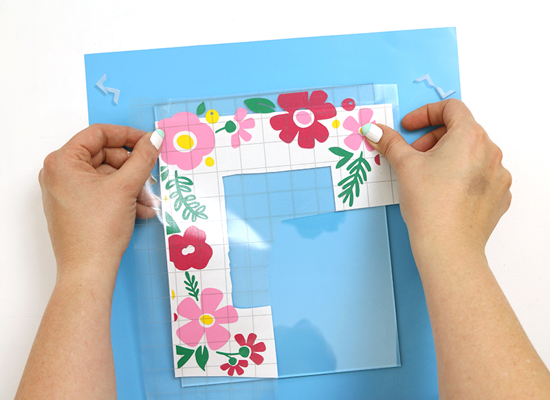 applying vinyl diy flower picture frame