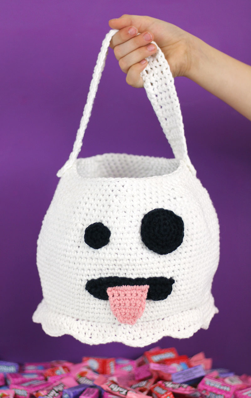 emoji ghost halloween crochet bag - free halloween crochet pattern