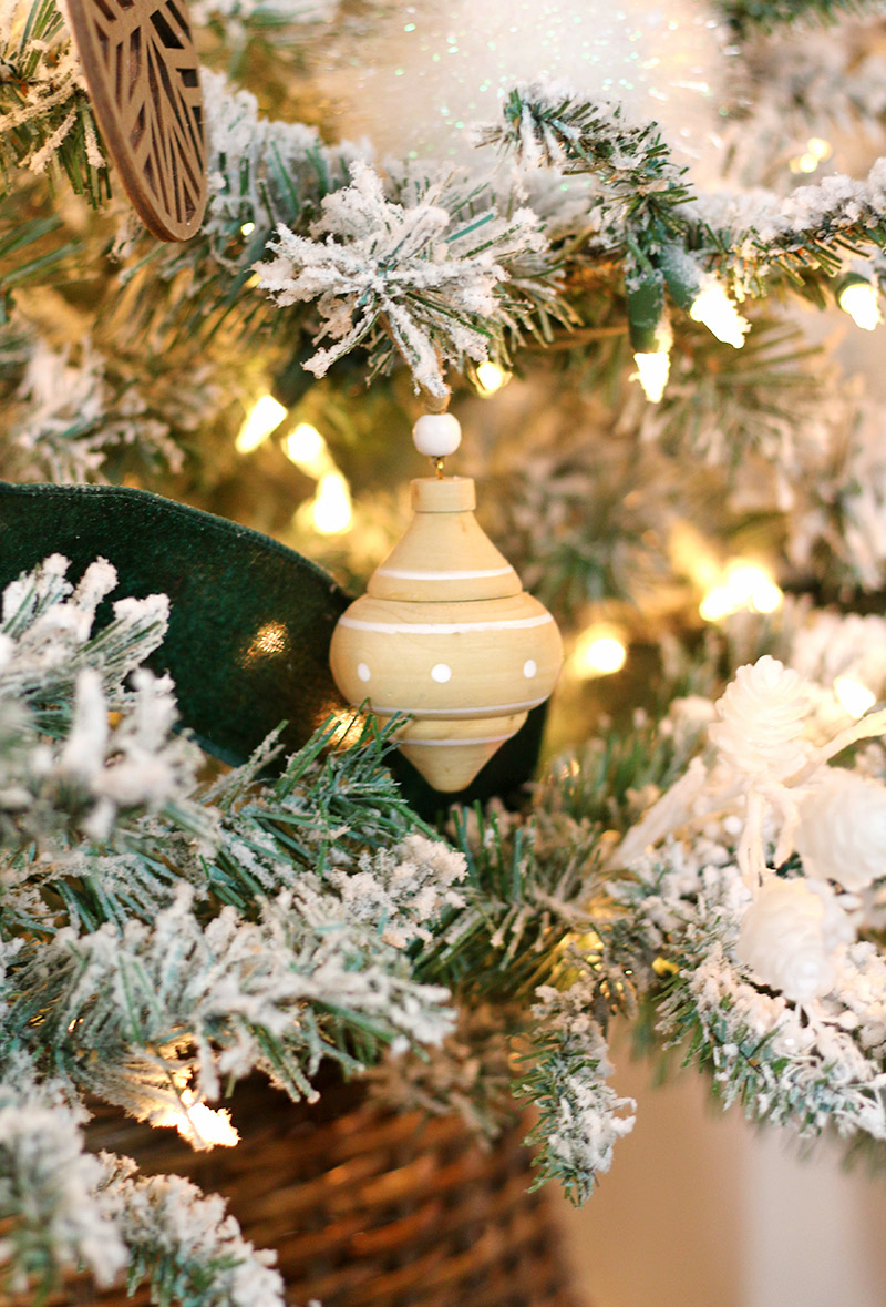 natural modern green and wood christmas tree detail