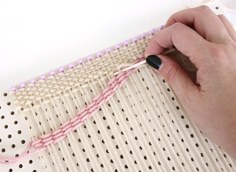 fill in above curved rows diy weaving bag project