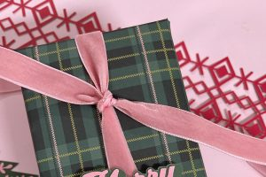 Green and Pink Christmas Gift Wrap Ideas
